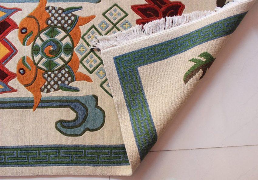 Tibetan rug Eight Auspicious symbol backview