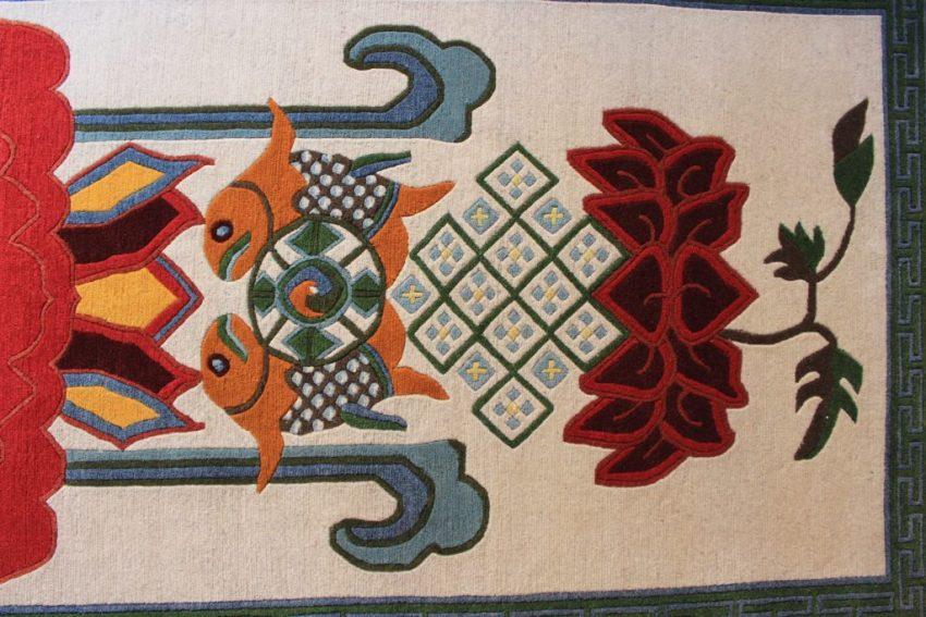 Tibetan rug Eight Auspicious symbol bottom